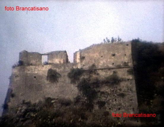La rupe di Marturano  in due foto degli anni 70  di Mimmo Brancatisano