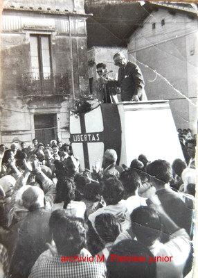 Bagnara Calabra  elezioni comunali 1960  piazza Gramsci a Marinella  Comizio del Generale Candeloro De Leo presentato da Manlio Pistolesi Junior