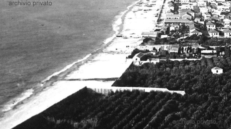 In tre foto riprese da angolature diverse  la spiaggia e il territorio visti da sud  La prima anni 40 e la seconda anni 70 e la terza del 2011